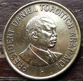 1 Шиллинг1995 года, Кения,Монета, Монеты, 1 OneShilling 1995, Republic of Kenya,Coat of arms of Kenya,Герб Кении на монете, President of Kenya Daniel Toroitich Arap Moi,Президент Кении ДаниэльАрап Мои на монете.