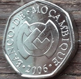 1 Метикал, 2006 года, Мозамбик,Монета, Монеты, 1Metical2006, Mocambique, Дівчина з книгою, Girl with a book,Девушка с книгой на монете, Bank of Mozambique emblem,Эмблема Банка Мозамбикана монете.