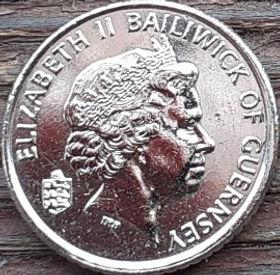 5 Пенсов, 1999 года, Гернси, Монета, Монеты, 5 Five Pence 1999, Guernsey, Ship, Корабль, Yacht, Яхта, Вітрильний спорт, Sailing, Парусный спорт на монете, Королева Elizabeth II, Елизавета II на монете, Четвертый портрет королевы.