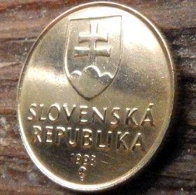 1Крона, 1993года,Словакия,Монета, Монеты,1 Krone1993, Slovenska Republika,Madonna and child, Мадонна с младенцемна монете, Coat of Arms, Гербна монете.