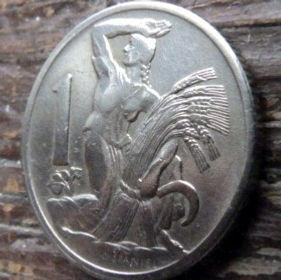1 Крона, 1922 года,Чехословакия,Монета, Монеты,1 Krone1922, Republika Ceskoslovenska, Жінка,Woman,Женщина, Spikelets, Колоски, Sickle,Серпна монете,Coat of Arms, Герб,Fauna, Фауна,Lion, Левна монете.