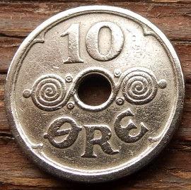 10 Эре, 1925 года, Дания, Монета, Монеты, 10 Ore 1925, Danmark,Рослинний орнамент,растительный орнамент,floral ornament, Crown,Корона,Monogram, ВензельКороляКристиана X на монете,Монета с отверстием посередине.