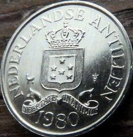 2½Цента, 1980 года, Нидерландские Антильские острова, Монета, Монеты, 2½Сents 1980, Nederlandse Antillen,Зірки, Stars,Звездына монете,Корона, Crown, Coat of arms of the Netherlands Antilles,Герб Нидерландских Антильских острововна монете.