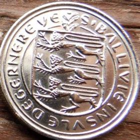 5Пенсов, 1979 года, Гернси, Монета, Монеты, 5 Five Pence 1979, Guernsey,Флора, Flora, Квітка, Flower, Цветок,Guernsey Lily (Nerine sarniensis), Нерина (Гернсийская лилия)на монете,Coat of Arms, Герб,Lions, Львы на монете.