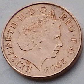 2 Пенса, 2009 года,Великобритания, Монета, Монеты, Two Pence 2009,Фрагмент герба британської королівської сім'ї,Фрагмент герба британской королевской семьина монете, Королева Elizabeth II, Елизавета IIна монете, Четвертыйпортрет королевы.