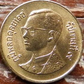 50 Сатангов, 1997 года, Королевство Таиланд, Монета, Монеты, 50 Satang 1997, Kingdom of Thailand, Wat Phra Mahathat, Ват Пхра Махатхат на монете, King Rama IX, Король Рама IX на монете.