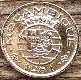 20 Сентаво, 1961 года, Мозамбик, Монета, Монеты, 20 Centavos 1961, Mocambique, Coat of arms of Portuguese Mozambique, Герб Португальского Мозамбика на монете.