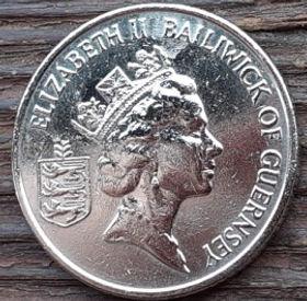 10 Пенсов, 1992 года, Гернси, Монета, Монеты, 10 Ten Pence 1992, Guernsey,Флора, Flora,Tomatoes,Помидорына монете,Королева Elizabeth II, Елизавета IIна монете, Третийпортрет королевы.