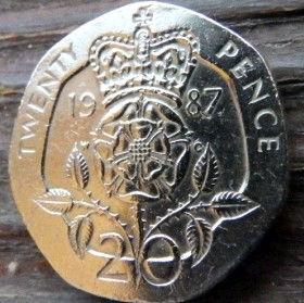 20 Пенсов, 1987 года,Великобритания, Монета, Монеты, 20 Twenty Pence 1987, Корона, Crown,Flora, Флора, Квітка, Flower,Цветок на монете,Королева Elizabeth II, Елизавета IIна монете, Третийпортрет королевы.
