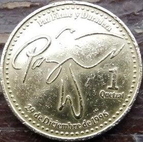 1 Кетсаль, 1999 года,Гватемала, Монета, Монеты, 1 Quetzal 1999,Republica de Guatemala,Signature of a peace treaty that ended the Guatemalan civil war, Подпись под мирным договором, который закончил гражданскую войну в Гватемалена монете, Coat of arms ofGuatemala, Эмблема Гватемалына монете.
