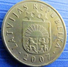 5 Сантимов, 2007 года, Латвия, Монета, Монеты, 5 Santimi 2007, Latvijas Republika,Coat of Arms,Герб,Fauna, Фауна,Lions, Львы, Sun,Cолнце, Stars,Звездына монете.