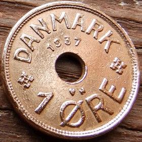 1 Эре, 1937 года, Дания, Монета, Монеты, 1 Ore 1937, Danmark, Crown,Корона,Monogram, ВензельКороляКристиана X на монете, Монета с отверстием посередине.