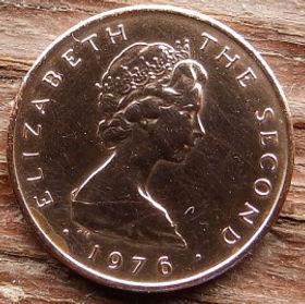 1/2 Пенни, 1976 года, Остров Мэн, Монета, Монеты, Half Penny 1976, Isle of Man,Риба на фоні острову Мен, Fish on the background of the island of Man, Рыба на фоне острова Мэн на монете, Королева Elizabeth II, Елизавета II на монете, Второй портрет королевы.
