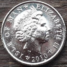 10 Пенсов, 2010 года, Остров Мэн, Монета, Монеты, 10 Pence 2010, Isle of Man, Lighthouse, Маяк на монете, Королева Elizabeth II, Елизавета II на монете, Четвертый портрет королевы.