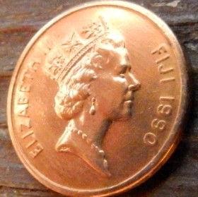 1 Цент, 1990 года,Фиджи, Монета, Монеты, 1Cent 1990, Fiji,Ceremonial kava bowl,Церемониальная чаша для кавы на монете, Королева Elizabeth II, Елизавета IIна монете, Третий портрет королевы.