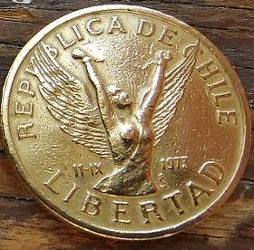 10 Песо,1984 года, Чили, Монета, Монеты, 10Pesos 1984, Republica deChile, Flora, Флора,Рослинний орнамент,Растительный орнамент, Floralornamentна монете, Жінка з крилами - Свобода,Woman with wings - Freedom,Женщина с крыльями - Свобода на монете.