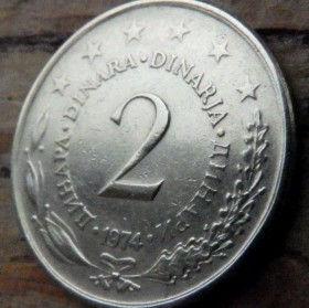 2 Динара, 1974 года, СФР Югославия, Монета, Монеты, 2 Dinara 1974, SFR Jugoslavija, СФР Jугославиjа,Рослинний орнамент,Растительный орнамент,Floral ornament, Stars,Звезды на монете,Coat of Arms,Герб на монете.