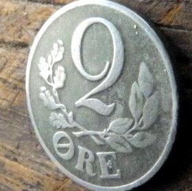 2 Эре, 1942 года, Дания, Монета, Монеты, 2 Ore 1942, Danmark,Рослинний орнамент,растительный орнамент,floral ornament, Crown,Корона,Monogram, ВензельКороляКристиана X на монете.