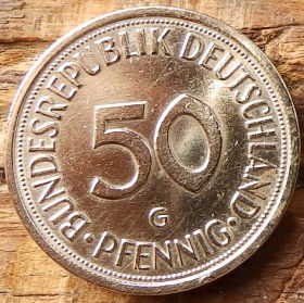50 Пфеннигов,1981 года, ФРГ, Германия, Німеччина,Монета, Монеты, 50 Pfennig 1990, BUNDESREPUBLIK DEUTSCHLAND,Дівчина саджає дуб,The girl plants an oak,Девушка сажает дубна монете.