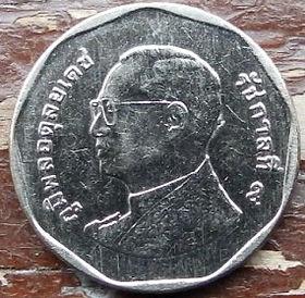 5 Батов, 2011 года, Королевство Таиланд, Монета, Монеты, 5 Bat 2011, Kingdom of Thailand, Wat Benchamabophit, Ват Бенчамабопхит (Мраморный храм) на монете, King Rama IX, Король Рама IX на монете.