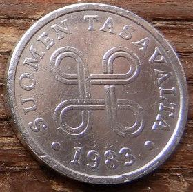 5 Пенни, 1983 года, Финляндия, Монета, Монеты, 5 Pennia 1983, Suomen Tasavalta,Suomi, Finland,Об'єднані чотири петлі,Объединены четыре петли на монете.