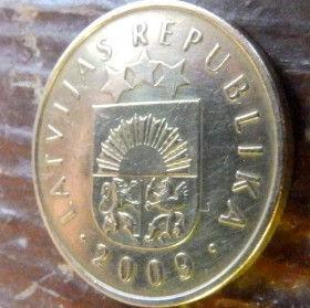 20 Сантимов, 2009 года, Латвия, Монета, Монеты, 20 Santimu 2009, Latvijas Republika,Coat of Arms,Герб,Fauna, Фауна,Lions, Львы, Sun,Cолнце, Stars,Звездына монете.