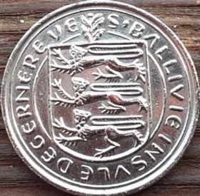 10 Пенсов, 1977 года, Гернси, Монета, Монеты, 10 Ten Pence 1977, Guernsey,Fauna, Фауна,Cow, Корована монете,Coat of Arms, Герб,Lions, Львы на монете.