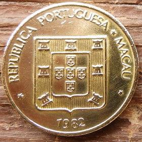 10 Аво, 1982 года, Макао, Монета, Монеты, 10Avos 1982, Macau,Coat of arms of Portugal, Герб Португалиина монете.