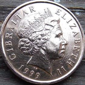 1 Пенни, 1999 года, Гибралтар, Монета, Монеты, 1 One Penny 1999, Gibraltar,Fauna, Фауна,Пташка, Bird,Птица,Куріпка,Partridge, Куропаткана монете,Королева Elizabeth II, Елизавета IIна монете, Четвертыйпортрет королевы.