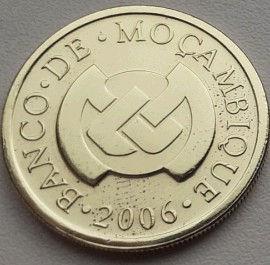 50 Сентаво, 2006 года, Мозамбик, Монета, Монеты, 50 Centavos 2006, Mocambique, Фауна, Пташка, Fauna, Bird, Фауна, Птичка на монете, Bank of Mozambique emblem, Эмблема Банка Мозамбика на монете.