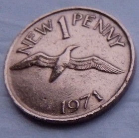 1 Пенни, 1971 года, Гернси, Монета, Монеты, 1 New Penny 1971, Guernsey,Fauna, Фауна, Пташка, Bird,Птица на монете, Coat of Arms, Lions, Львы на монете.
