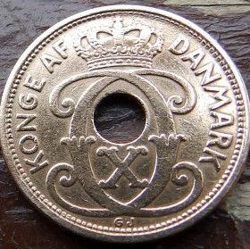2 Эре, 1927 года, Дания, Монета, Монеты, 2 Ore 1927, Danmark, Crown,Корона,Monogram, ВензельКороляКристиана X на монете, Монета с отверстием посередине.
