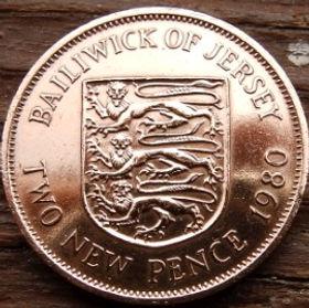 2 Пенса, 1980 года, Джерси, Монета, Монеты, 2 Two New Pence 1980, Jersey,Coat of Arms,Герб,Fauna, Фауна,Lions, Львы на монете,Королева Elizabeth II, Елизавета IIна монете, Второй портрет королевы.