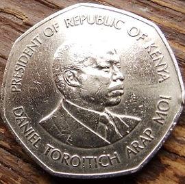 5 Шиллингов 1985 года, Кения,Монета, Монеты, 5 Five Shillings 1985, Republic of Kenya,Coat of arms of Kenya,Герб Кении на монете, President of Kenya Daniel Toroitich Arap Moi,Президент Кении ДаниэльАрап Мои на монете.
