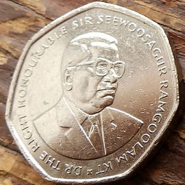 10 Рупий, 2000 года, Маврикий,Монета, Монеты, 10 Ten Rupees 2000, Mauritius, Збір цукрової тростини,Sugar cane harvesting, Уборка сахарного тростника на монете,Seewoosagur Ramgoolam, Сивусагур Рамгуламна монете.