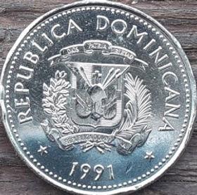 25 Сентаво, 1991 года, Доминиканская Республика, Монета, Монеты, 25 VeinticincoCentavos 1991, Republica Dominicana,Віз запряжений волами,A cart drawn by oxen,Воз запряженный воламина монете,Coat of arms of the Dominican Republic, Герб ДоминиканскойРеспублики на монете.