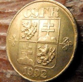 1 Крона, 1992 года,Чехословакия,Монета, Монеты,1 Krone1992, CSFR,Жінка саджає дерево, Woman plants a tree,Женщина сажает дерево на монете,Coat of Arms, Гербна монете.