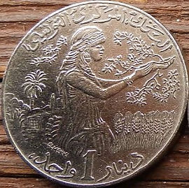1 Динар, 1997 года, Тунис,Монета, Монеты, 1Dinar 1997, Tunisia, Дівчина,Трактор, Урожай,Girl, Tractor, Harvest,Девушка, Трактор, Урожайна монете,Гілка оливкового дерева, Olive, Ветвь оливкового дерева,Coat of arms of Tunisia,Герб Туниса на монете.