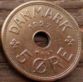 5 Эре, 1927 года, Дания, Монета, Монеты, 5 Ore 1927, Danmark, Crown,Корона,Monogram, ВензельКороляКристиана X на монете, Монета с отверстием посередине.