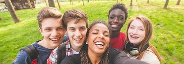 Grand-slide-Groupe-ados-adolescents-heureux.jpg