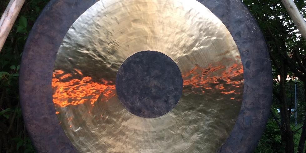 Klangkonzert mit Gong und Gesang