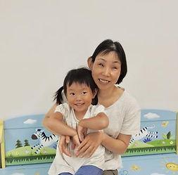 小川みきさん(子どもさんと一緒に)の写真
