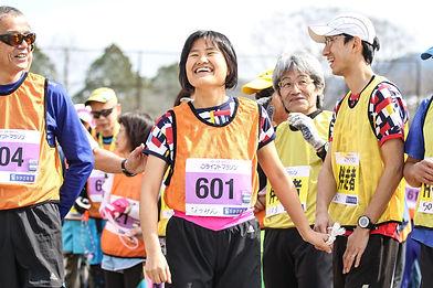 スタート前の参加ランナーの笑顔 写真