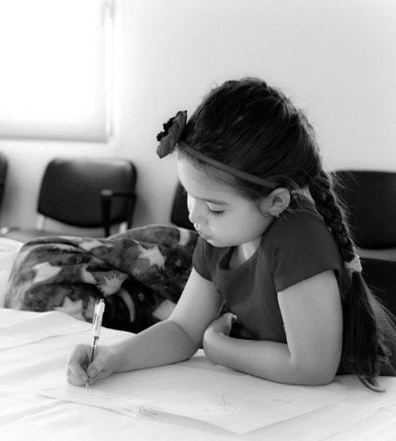 schrijvend meisje zw.jpg