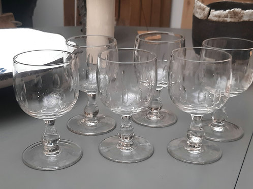 7 verres à vin vintage
