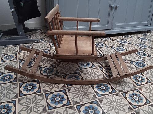 Chaise à bascule ancienne