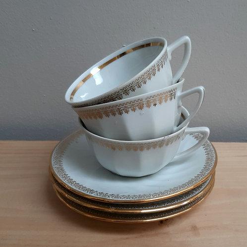 3 tasses à café  en porcelaine