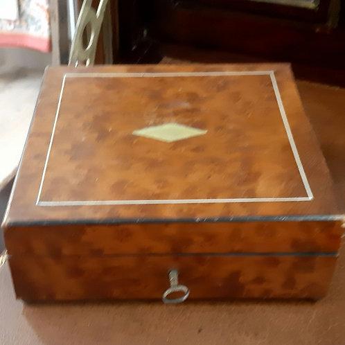 Boîte ancienne