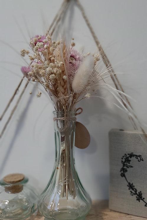 Petite carafe avec son bouquet de fleurs séchées