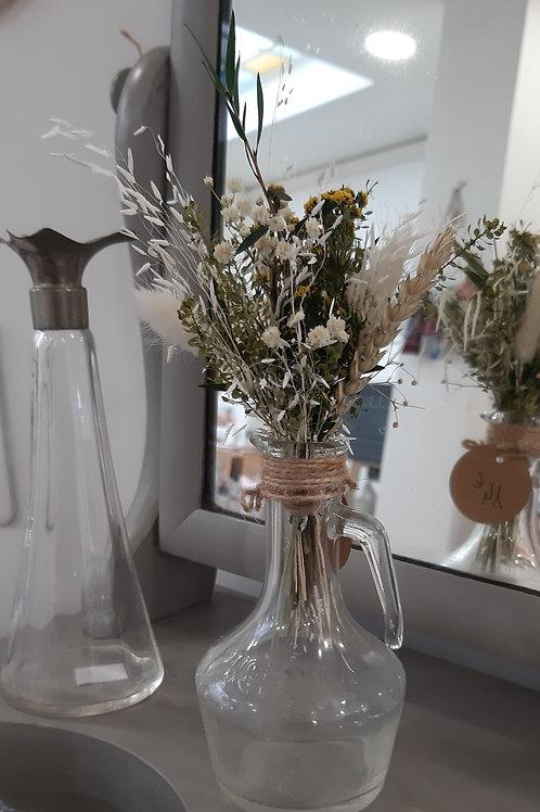 Bouquet de fleurs séchées dans un flacon Puget